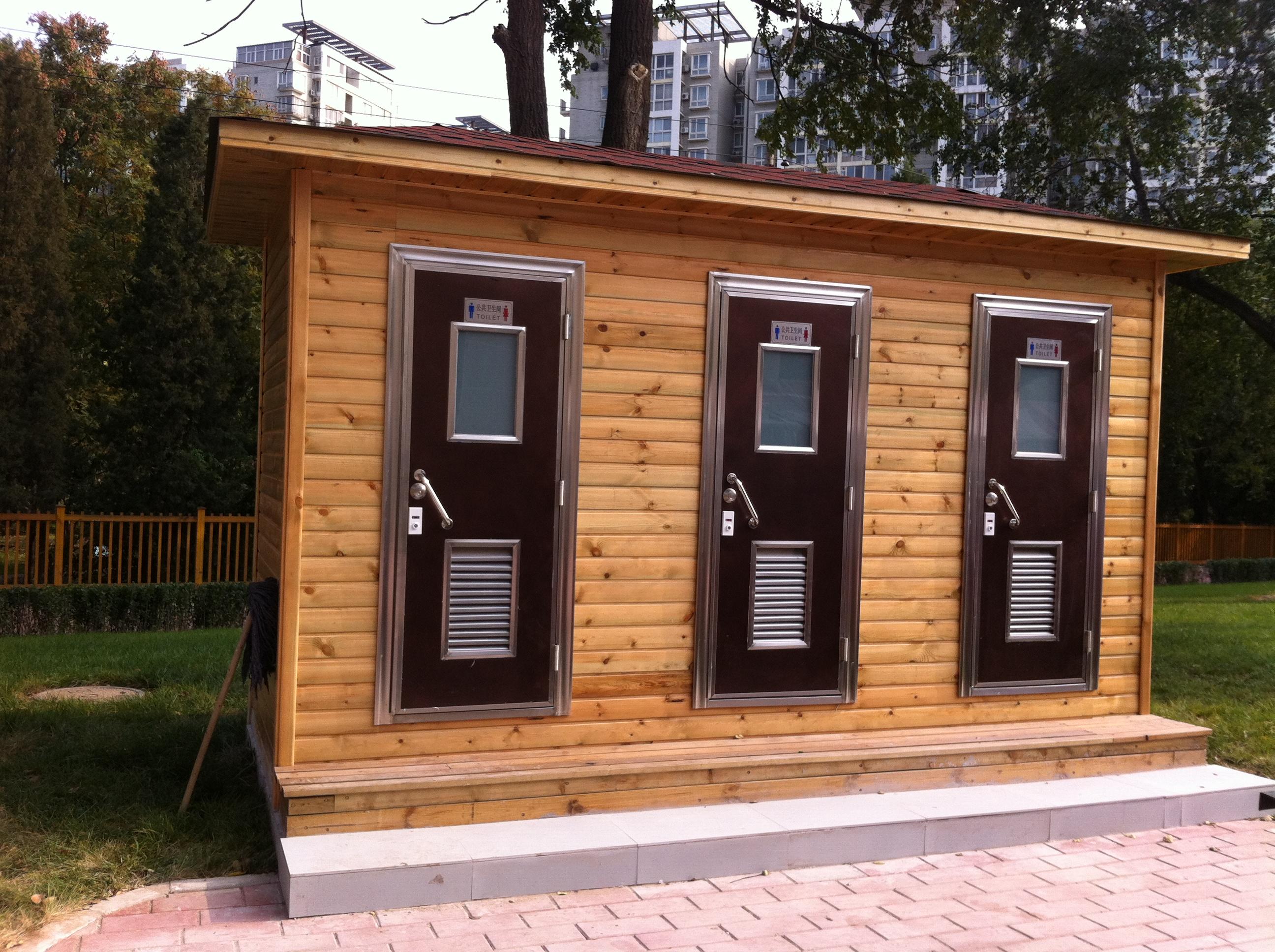 青少年宫新址为迎接大批家长和小学生,采购雨施捷防腐木生态厕所