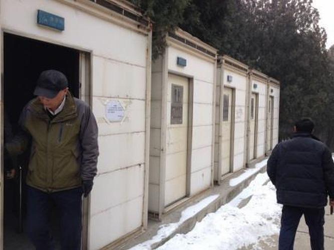 其他厂家生产的移动厕所